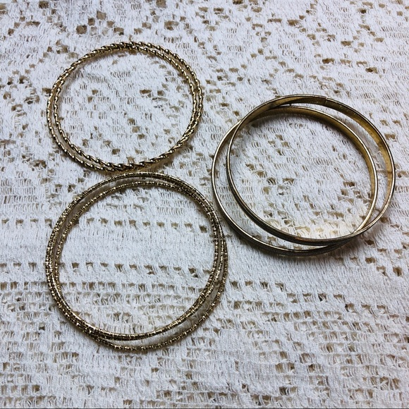 Jewelry - Set of 7 gold bangles
